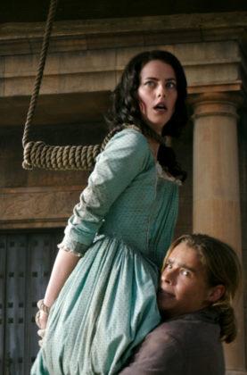 Kaya Scodelario e Brenton Thwaites in Pirati dei Caraibi – La vendetta di Salazar