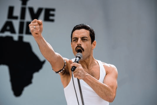 Rami Malek nel cosplay di Freddie Mercury