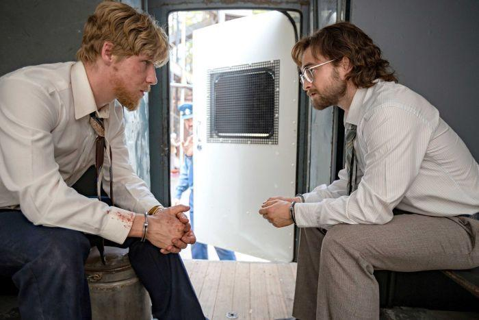 Daniel Webber e Daniel Radcliffe in Escape from Pretoria