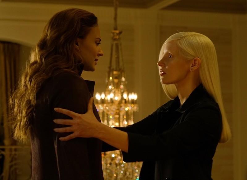 Jean Grey (Sophie Turner) e Jessica Blonde (Jessica Chastain nel ruolo di Smith)
