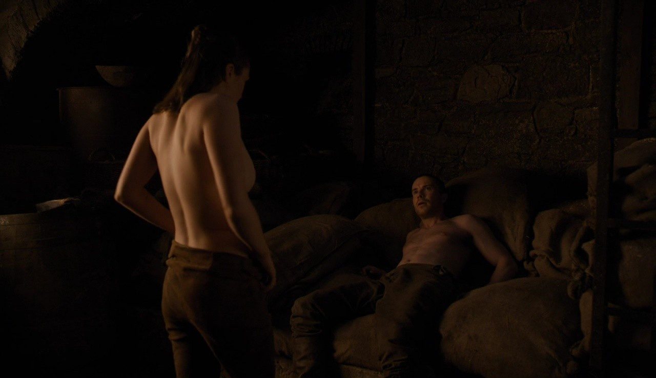 Arya (Maisie Williams) fa sesso