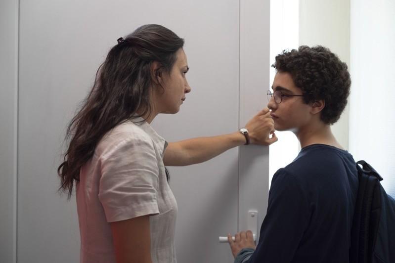 Ahmed (Idir Ben Addi) e la sua insegnante (Miriam Akheddiou)