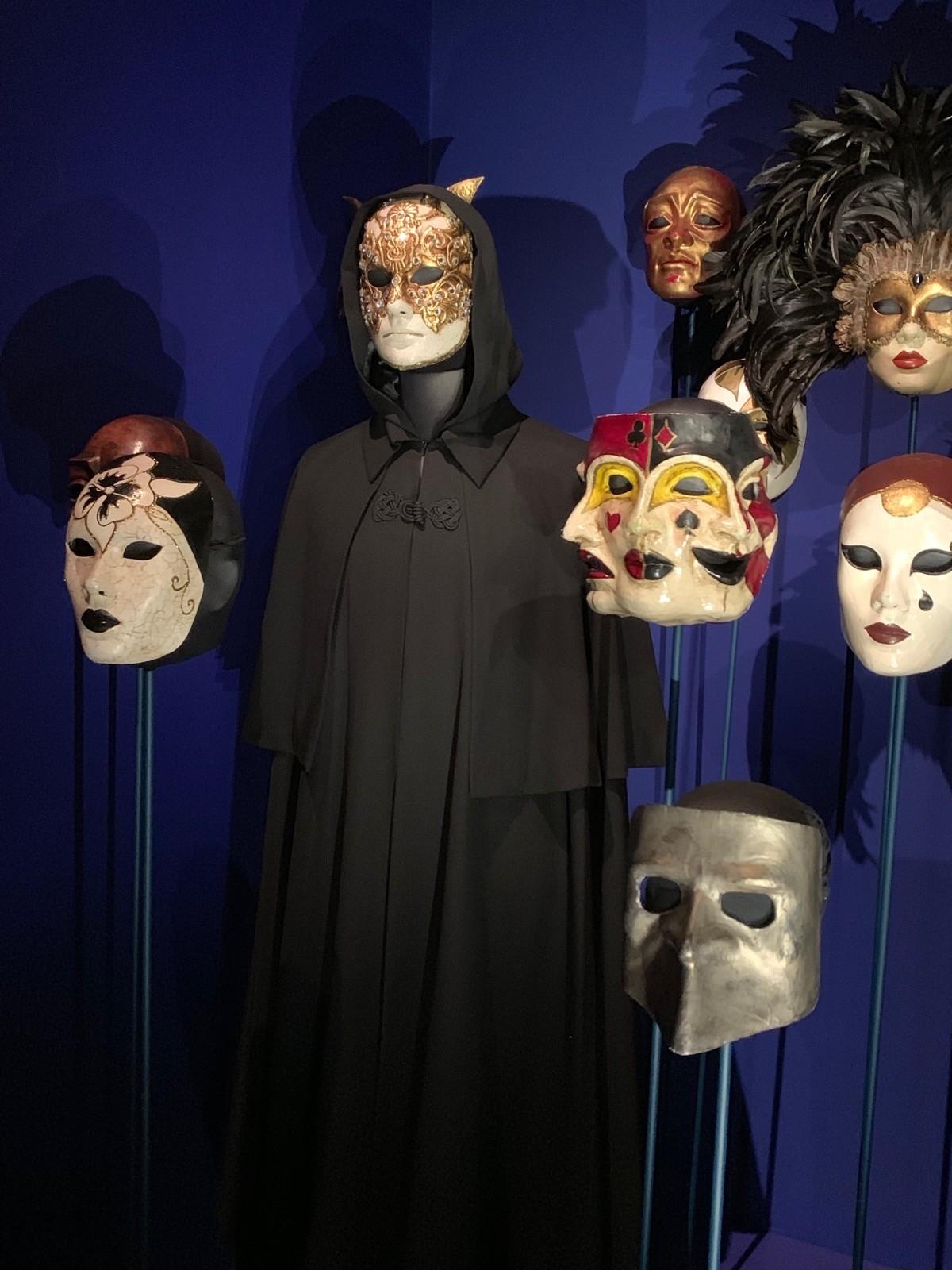 Gli inquietanti protagonisti di Eyes Wide Shut - in mostra a Stanley Kubrick: the Exhibition