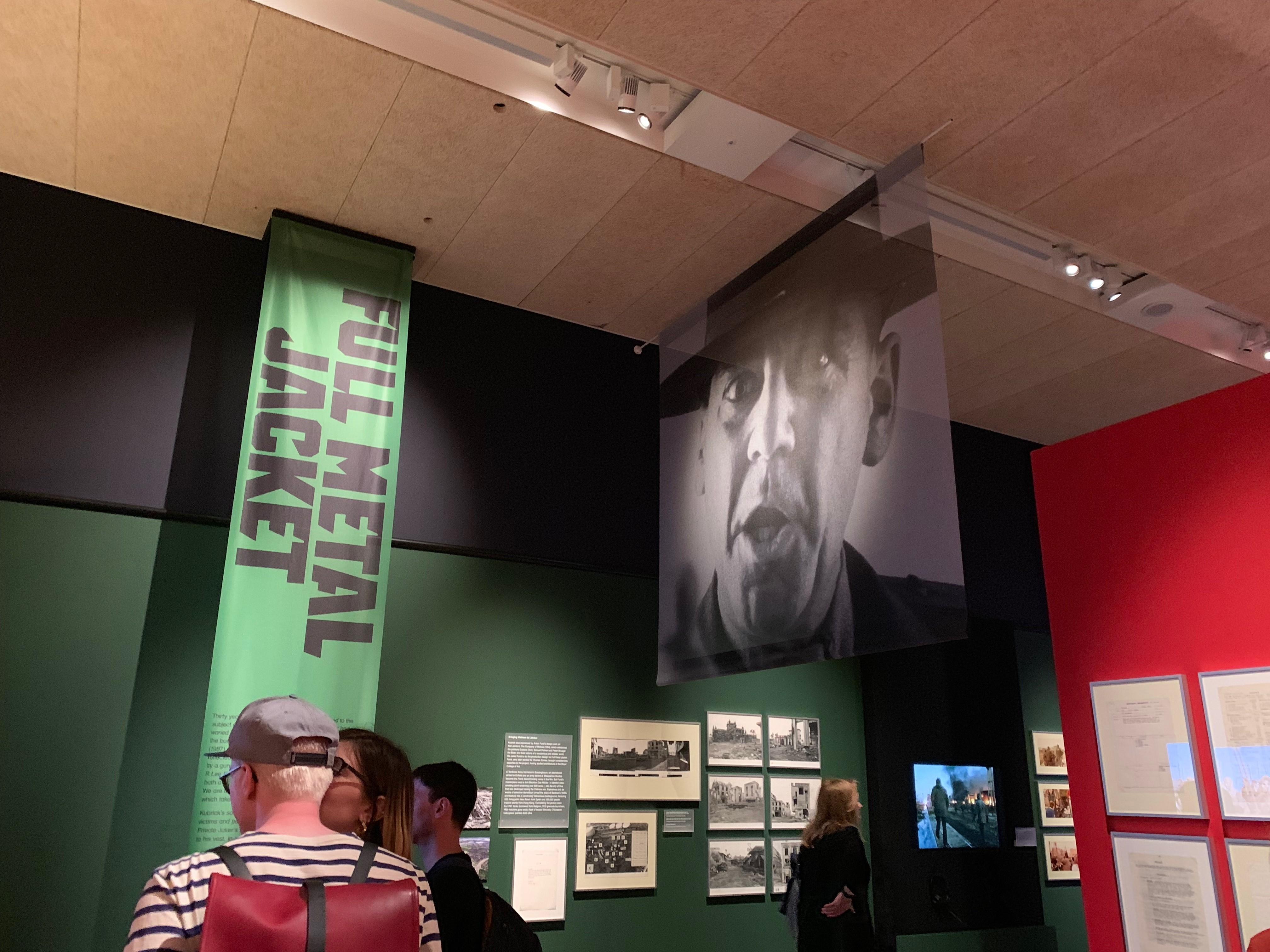 Il Sergente Hartman ci 'accoglie' nella sezione dedicata a Full Metal Jacket in Stanley Kubrick: the Exhibition