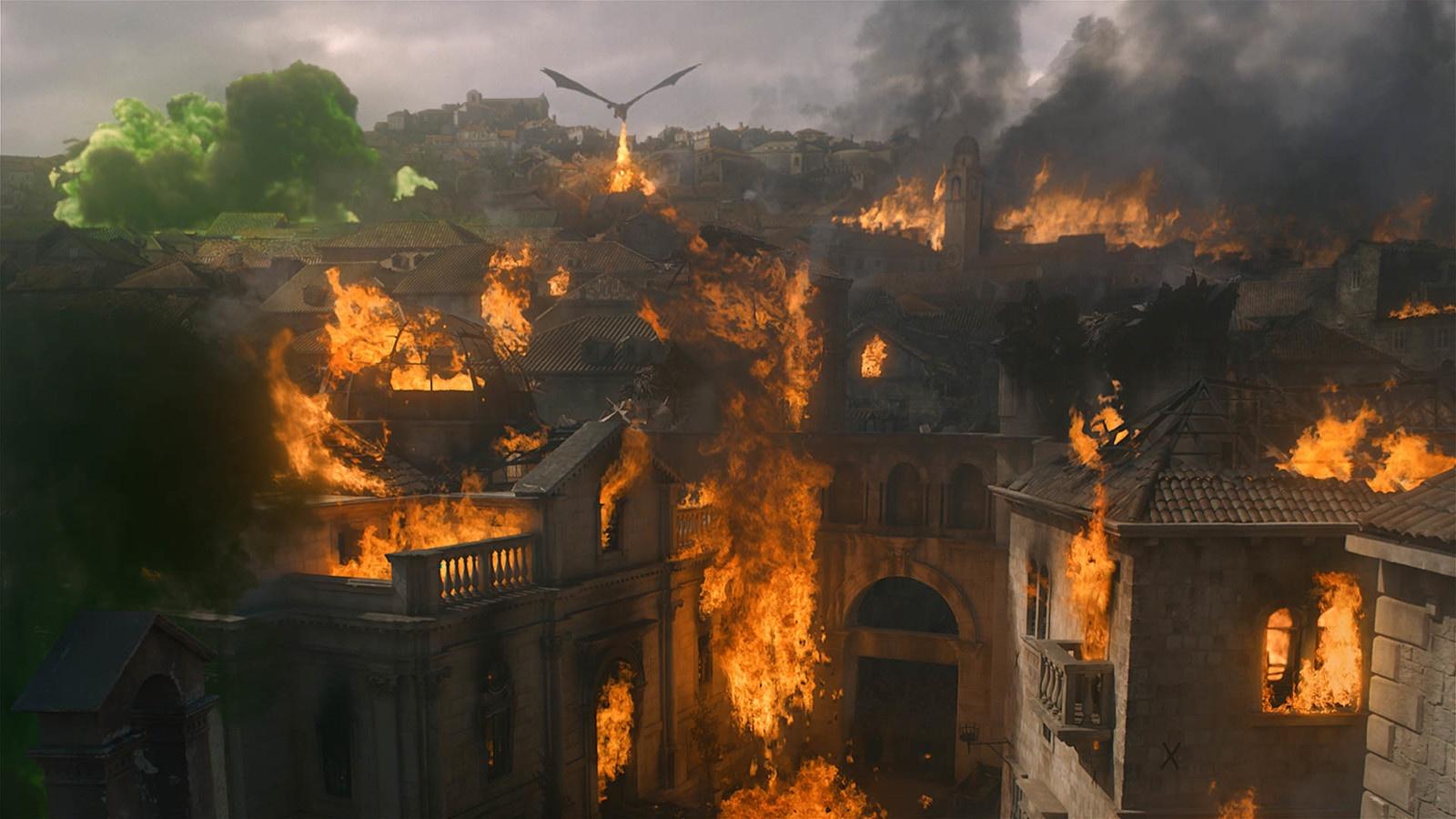 Daenerys e Drogon bruciano Approdo del Re