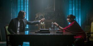 John Wick 3: Keanu Reeves e Anjelica Huston