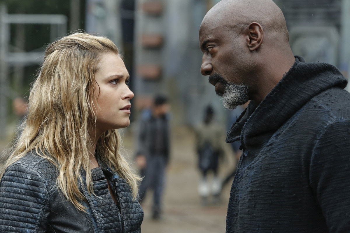 Eliza Taylor e Isaiah Washington