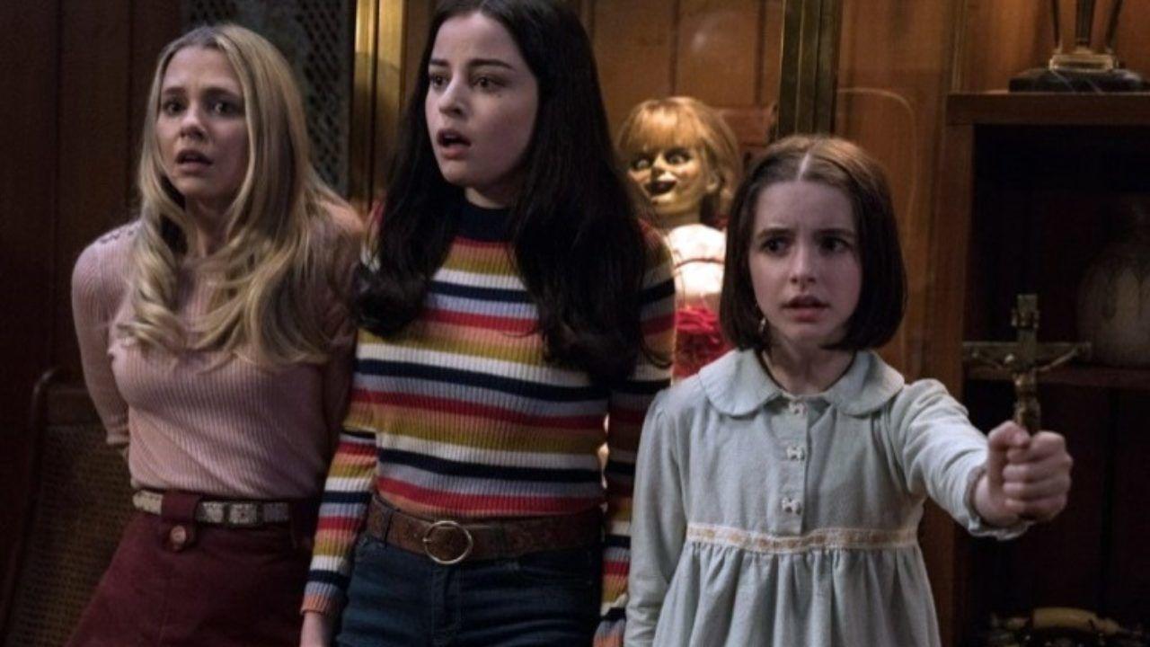 McKenna Grace, Madison Iseman e Katie Sarife in Annabelle 3