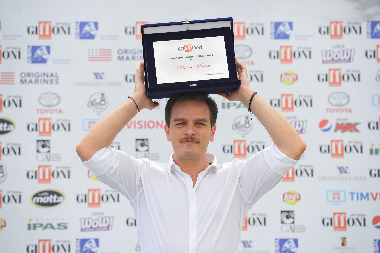 Arturo Muselli ritira l'Explosive Talent Award