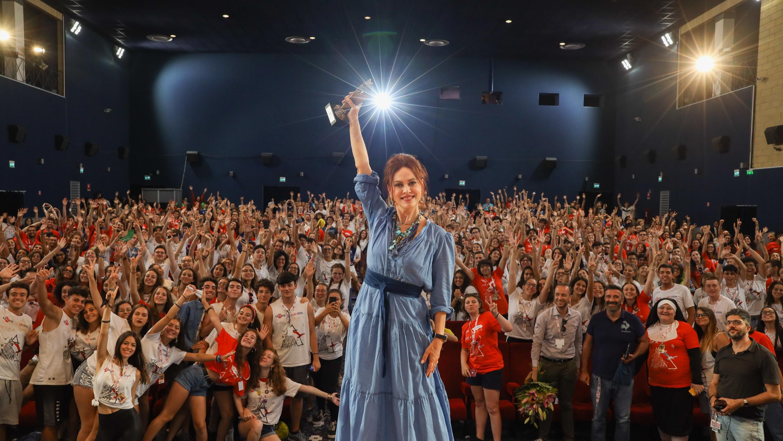 Elena Sofia Ricci alza al cielo il Giffoni Experience Award