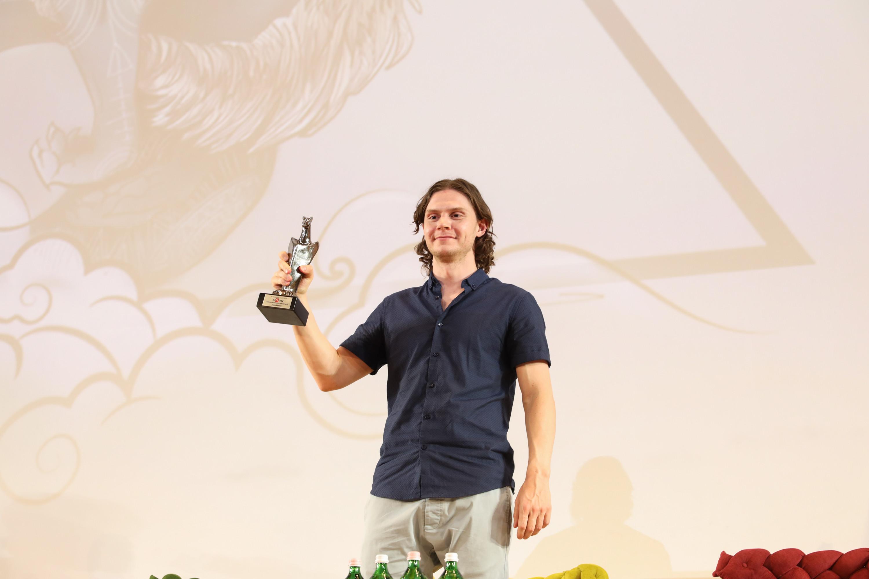 Evan Peters ritira il Giffoni Experience Award