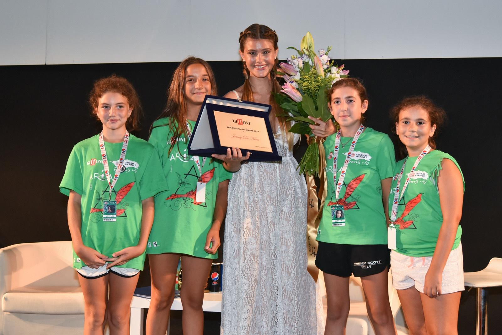 Jenny De Nucci ritira l'Explosive Talent Award