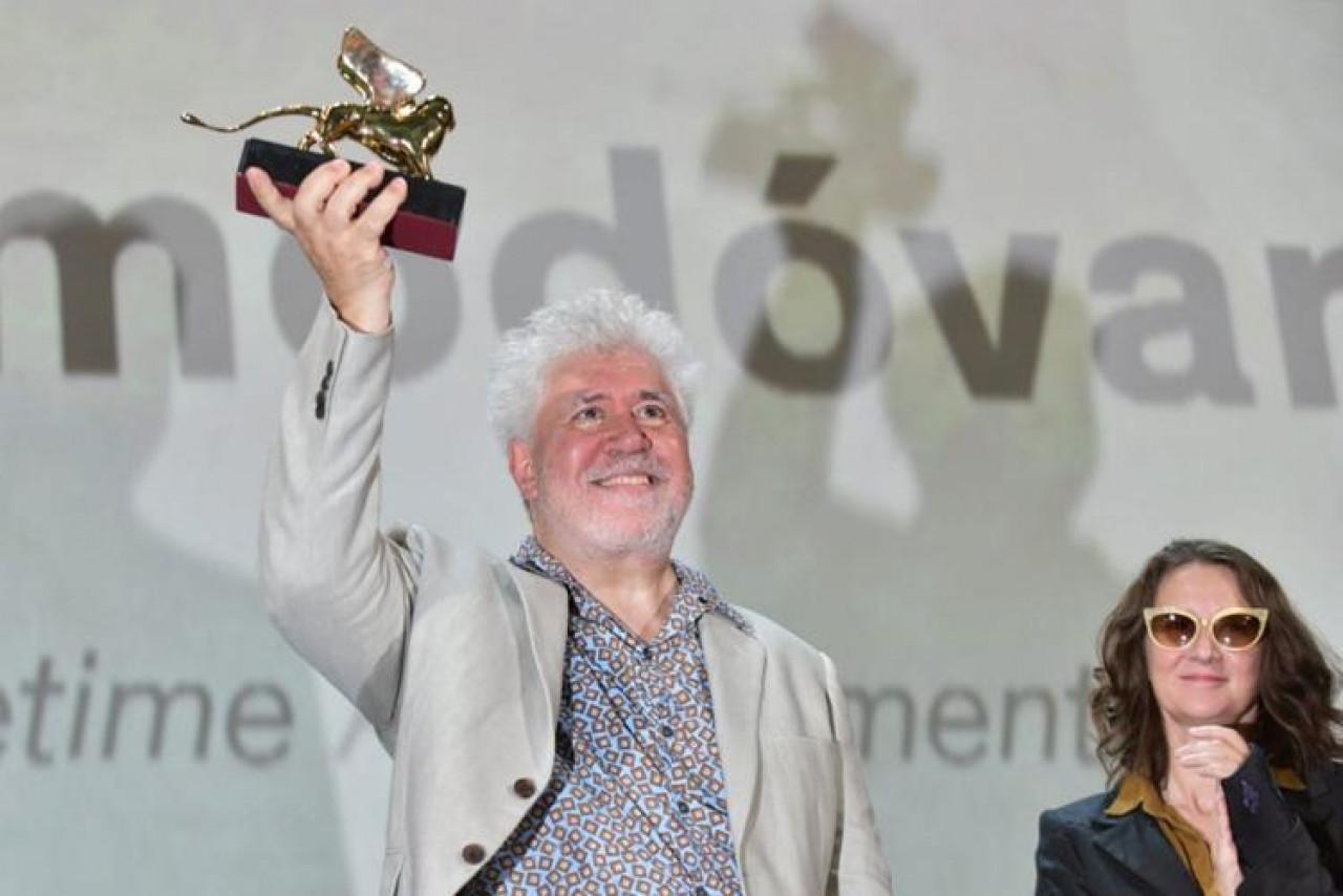 Pedro Almodóvar riceve il Leone d'oro alla carriera