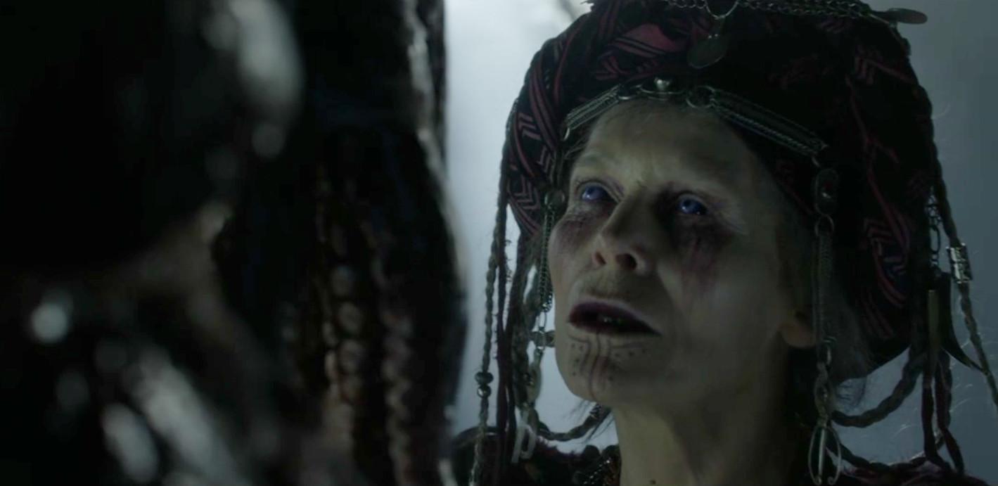 L'aruspice Alice Krige al cospetto del Darkasher