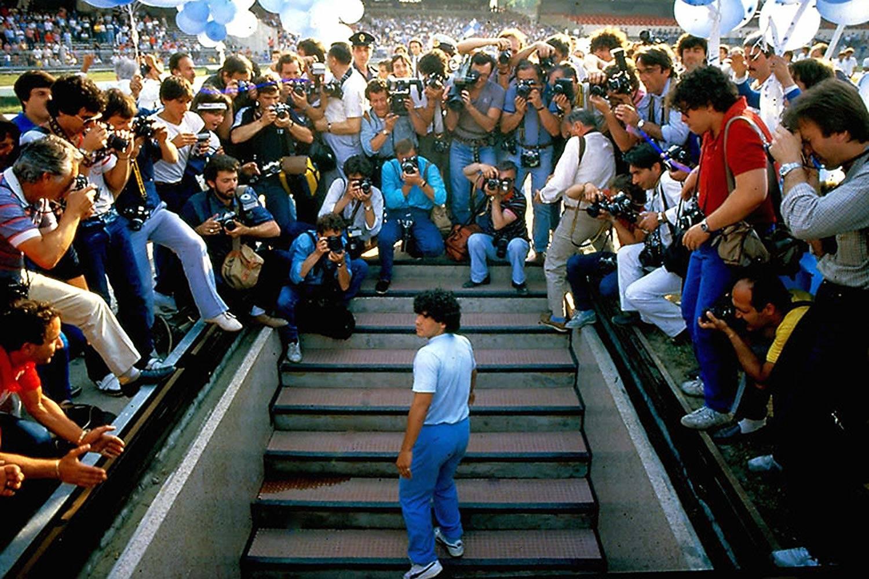 Il Pibe de Oro accolto al San Paolo nel 1984