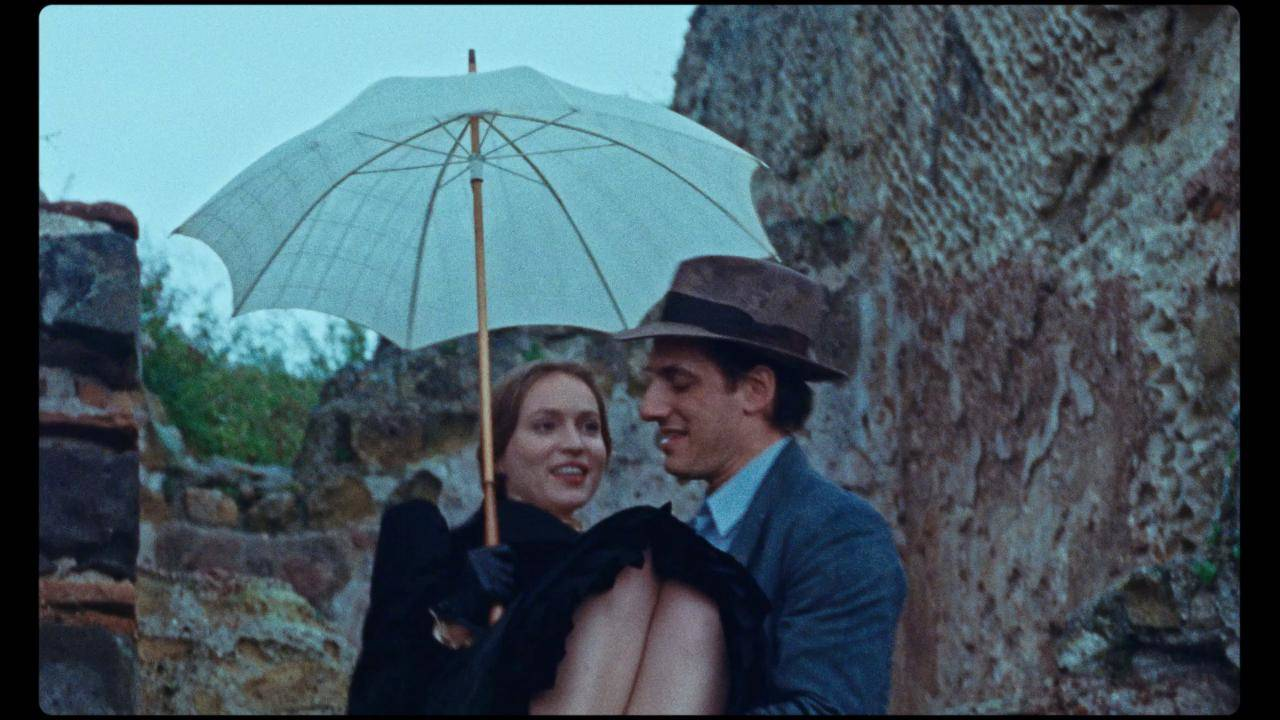 Luca Marinelli e Jessica Cressy in Martin Eden
