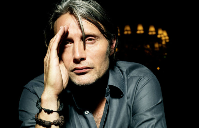 Netflix produce il road movie di Alexander Payne con Mads Mikkelsen