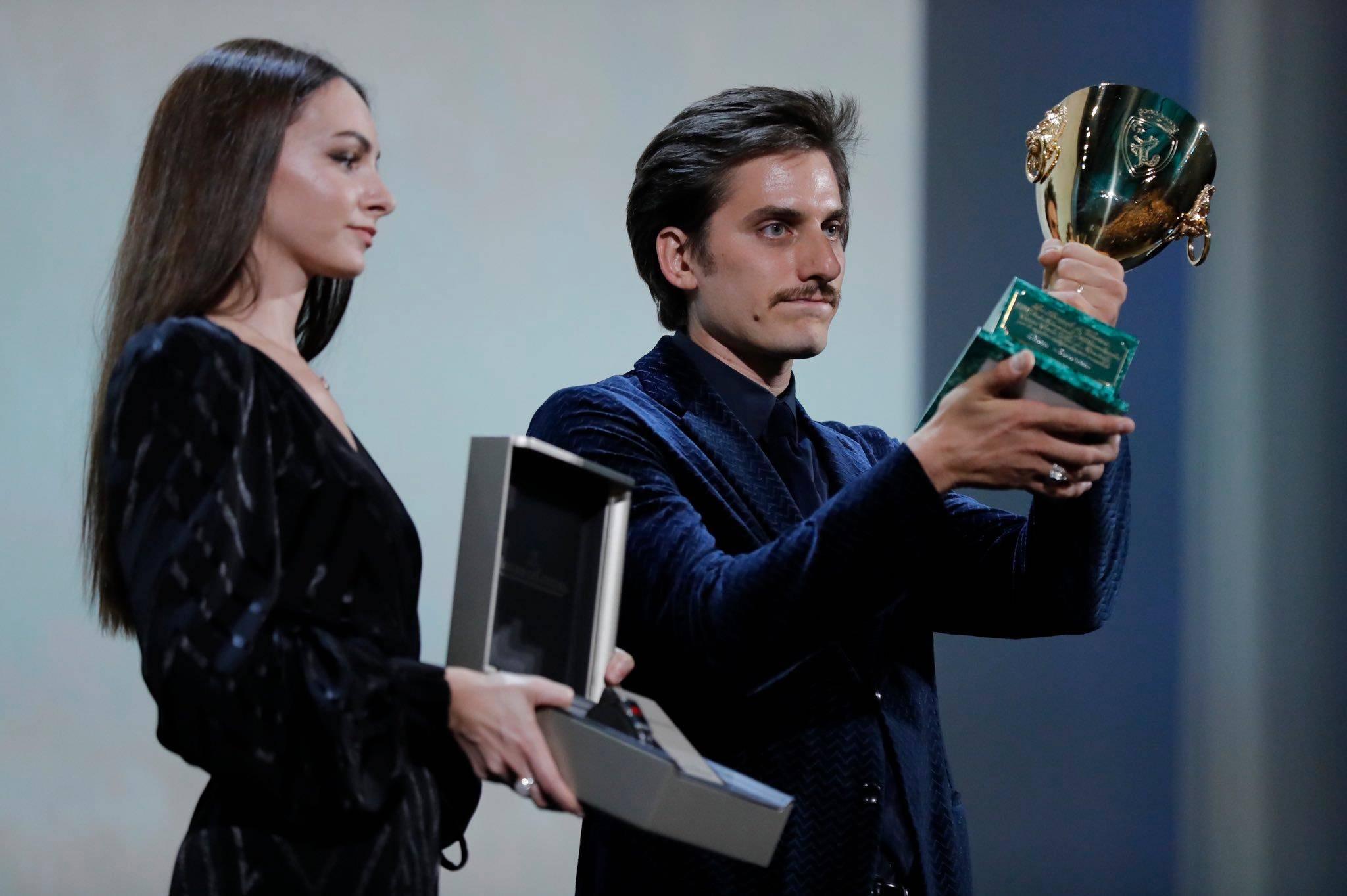 Luca Marinelli conquista la Coppa Volpi a Venezia