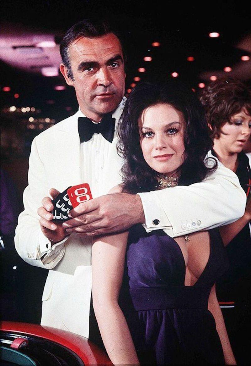Sean Connery (James Bond) con Lana Wood (Plenty O'Toole) sul set di Una Cascata di Diamanti