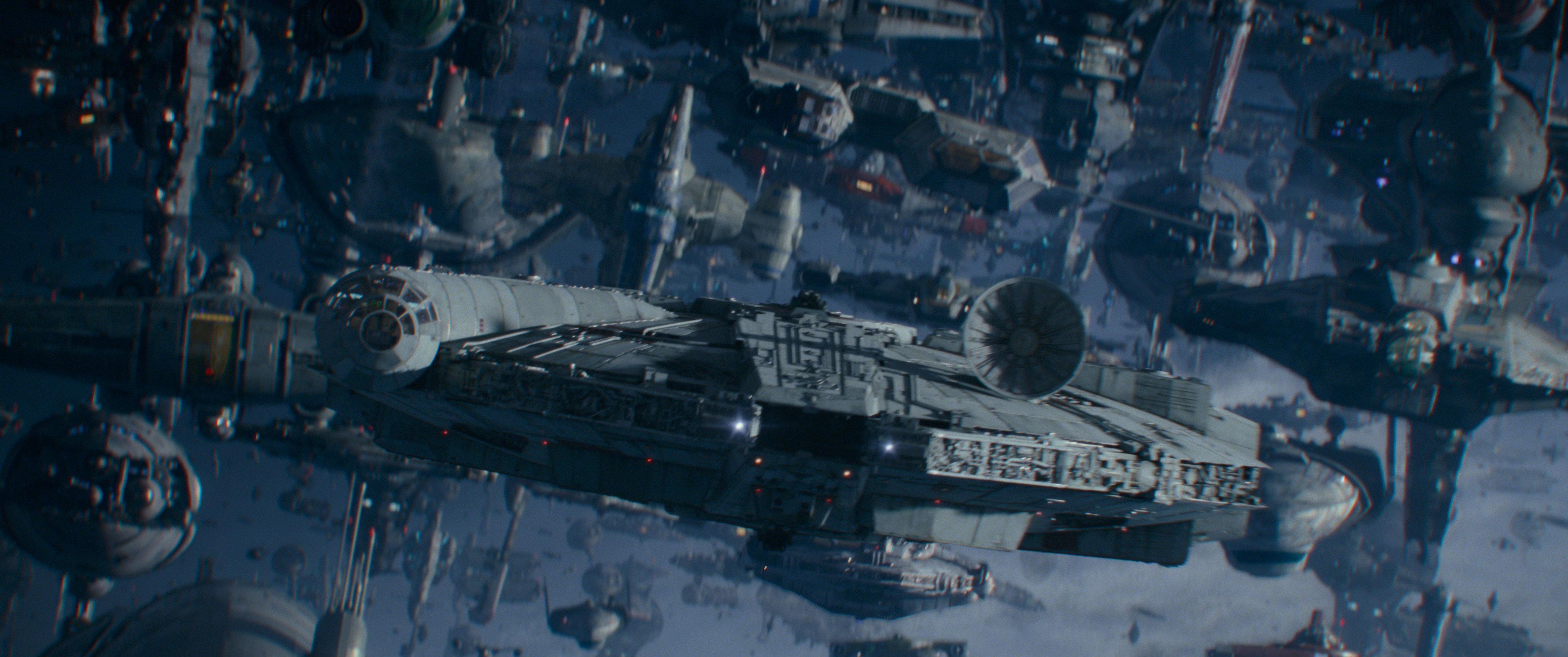 Il Millennium Falcon guida l'assalto finale