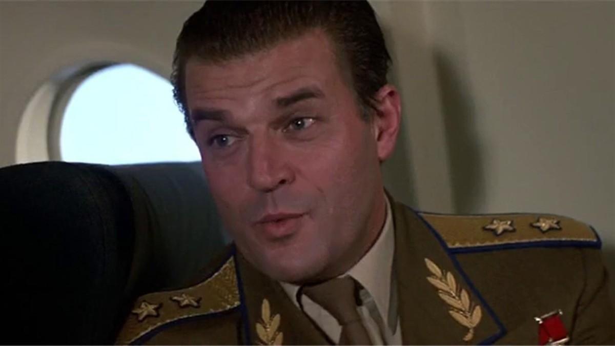 Jeroen Krabbe nel ruolo del Generale Koshkov in Zona Pericolo