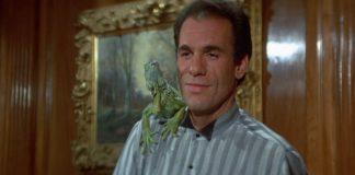 Franz Sanchez (Robert Davi) e la sua iguana in 007 - Vendetta privata