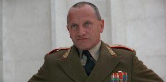 Steven Berkoff è il Generale Orlov in Octopussy