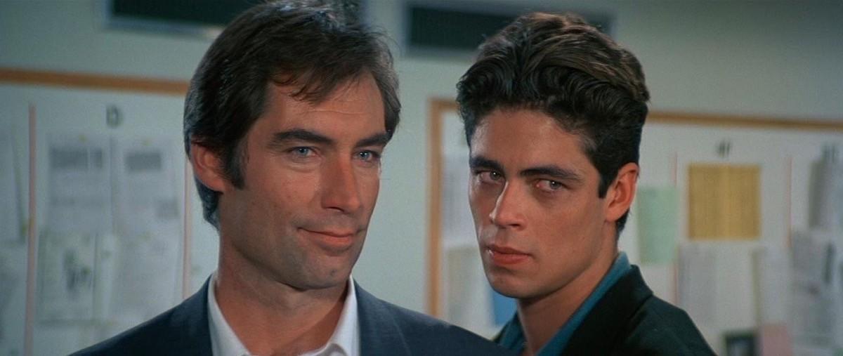 Timothy Dalton nel ruolo di James Bond e un giovanissimo Benicio Del Toro nella parte di Dario in Vendetta Privata