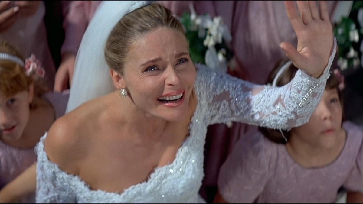 Priscilla Barnes è la novella signora Leiter in 007 - Vendetta Privata