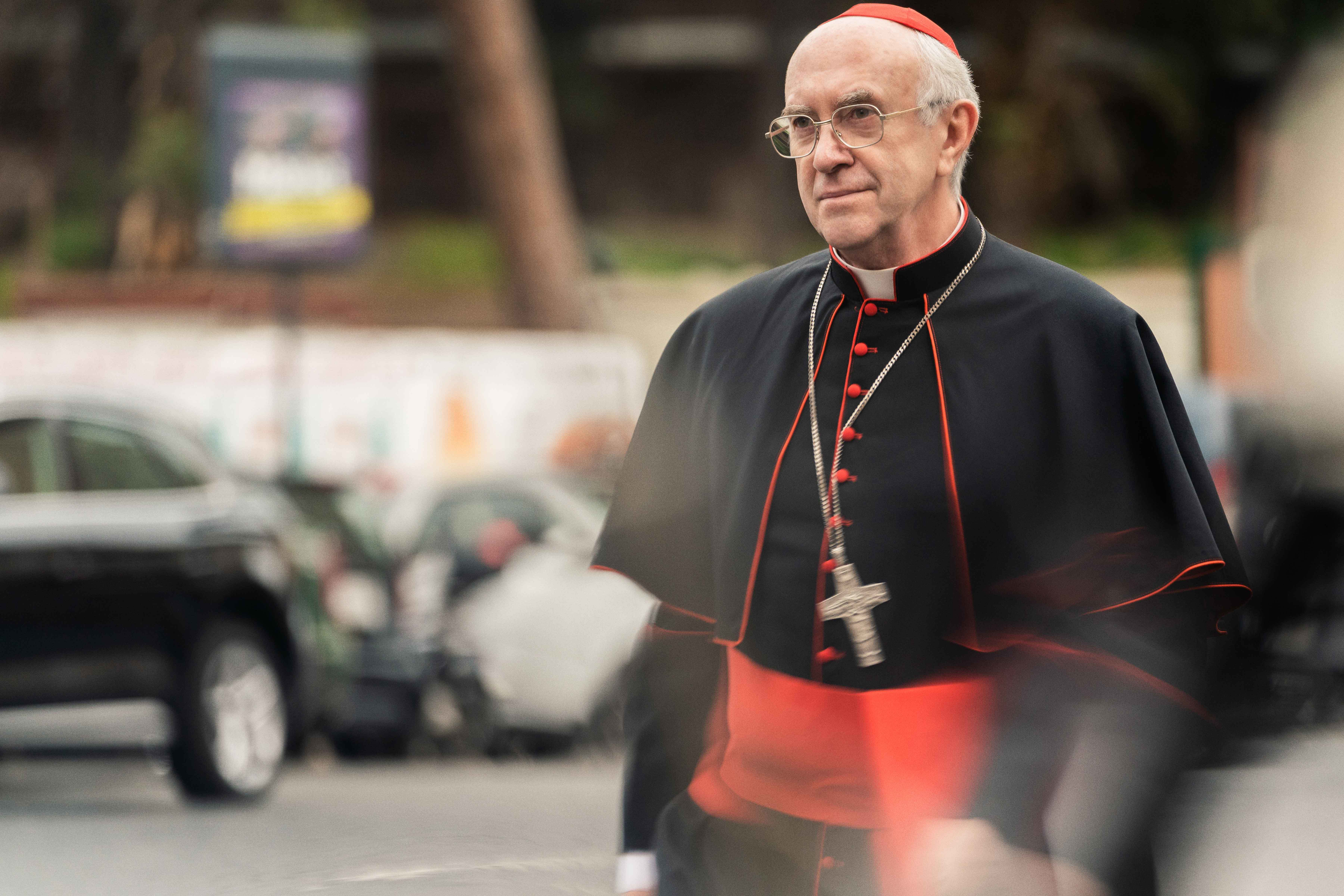 Oscar 2020: Jonathan Pryce è Papa Francesco ne I due Papi