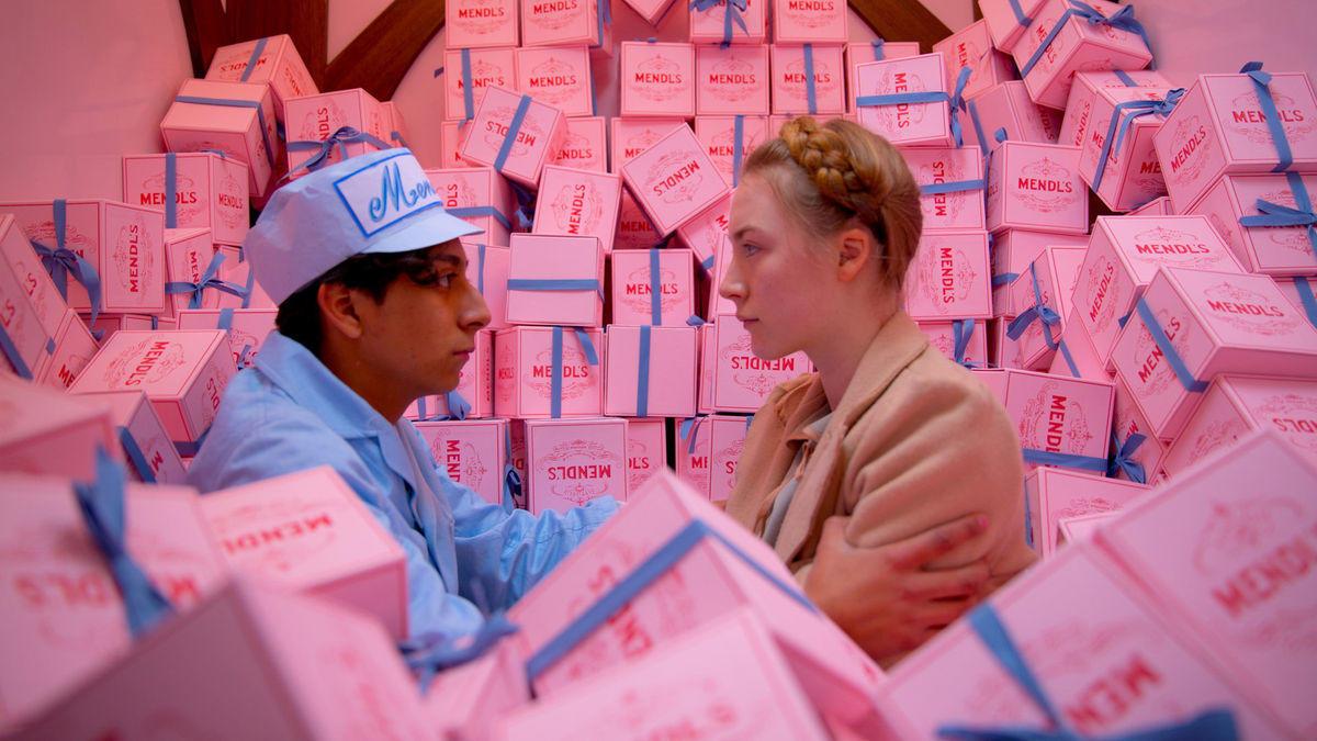 Tony Revolori e Saoirse Ronan in Grand Budapest Hotel