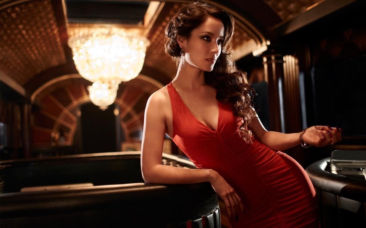 Lady in Red 2: Bérénice Marlohe è Severine in Skyfall