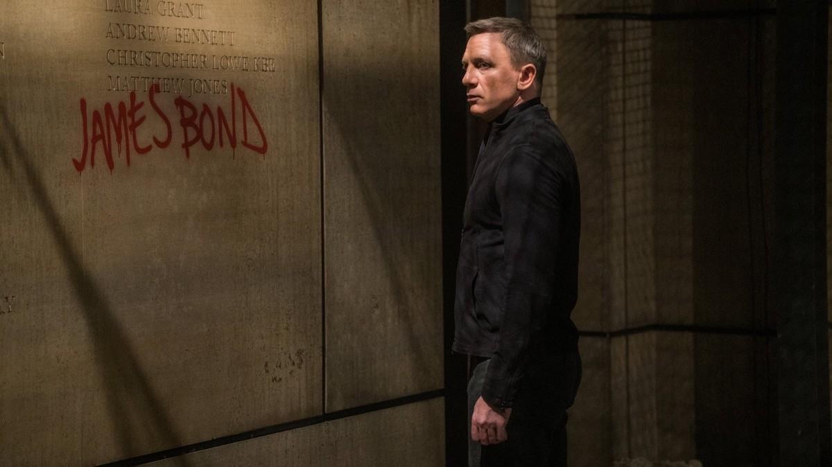 Spectre: Daniel Craig è... beh, c'è scritto