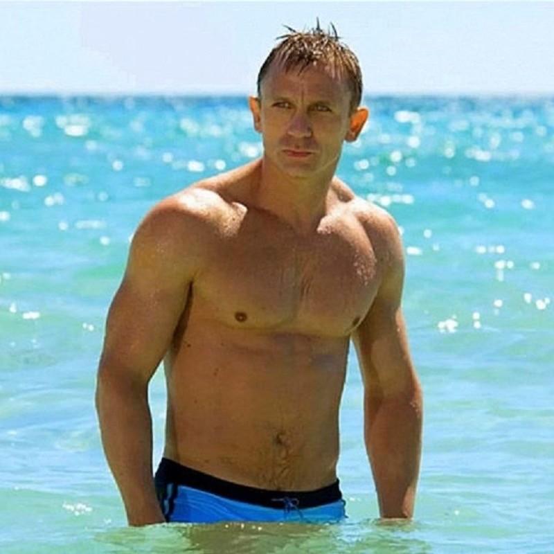 In Casino Royale, è James Bond (Daniel Craig) ad uscire dalle acque