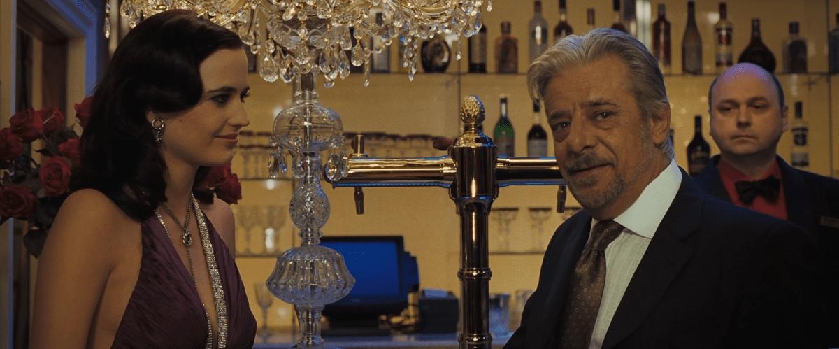 Eva Green (Vesper Lynd) e Giancarlo Giannini (Mathis) in Casino Royale