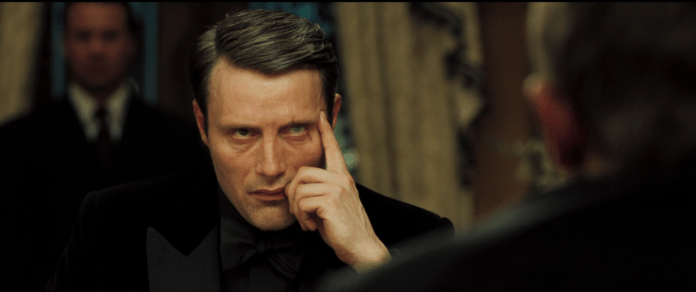 Mads Mikkelsen nel ruolo di LeChiffre, in Casino Royale