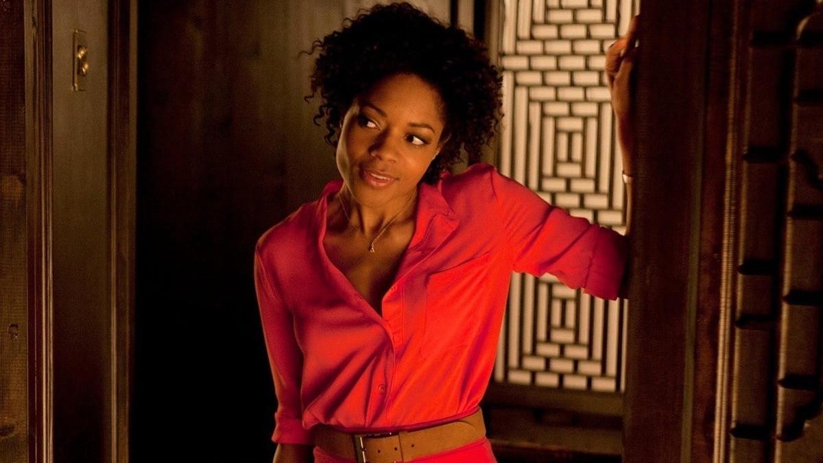 Lady in Red 1: Naomie Harris è Eve in Skyfall