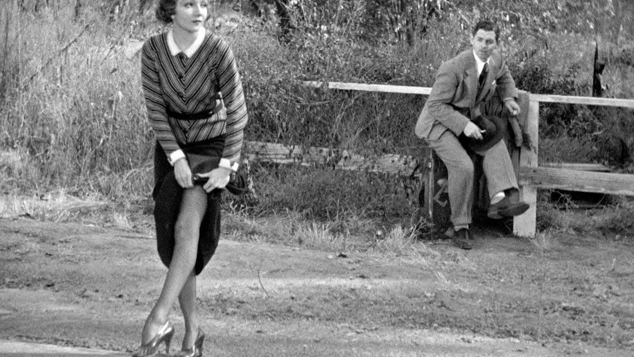 Claudette Colbert mostra la coscia per l'autostop