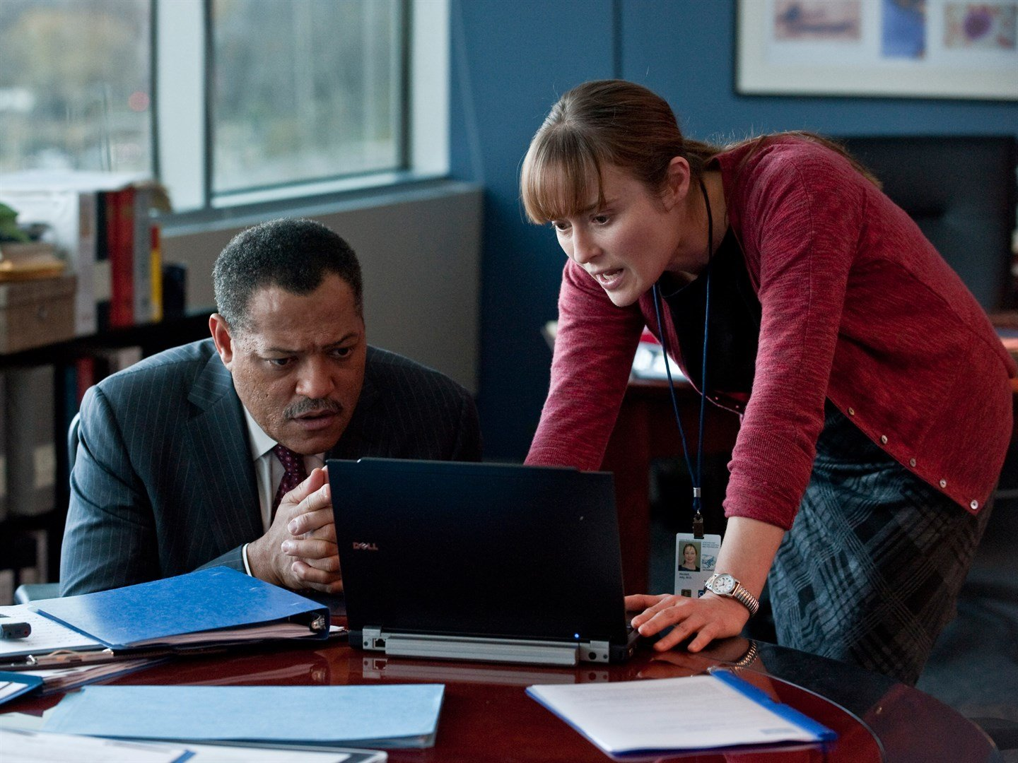 Laurence Fishburne e Jennifer Ehle in Contagion (2011)