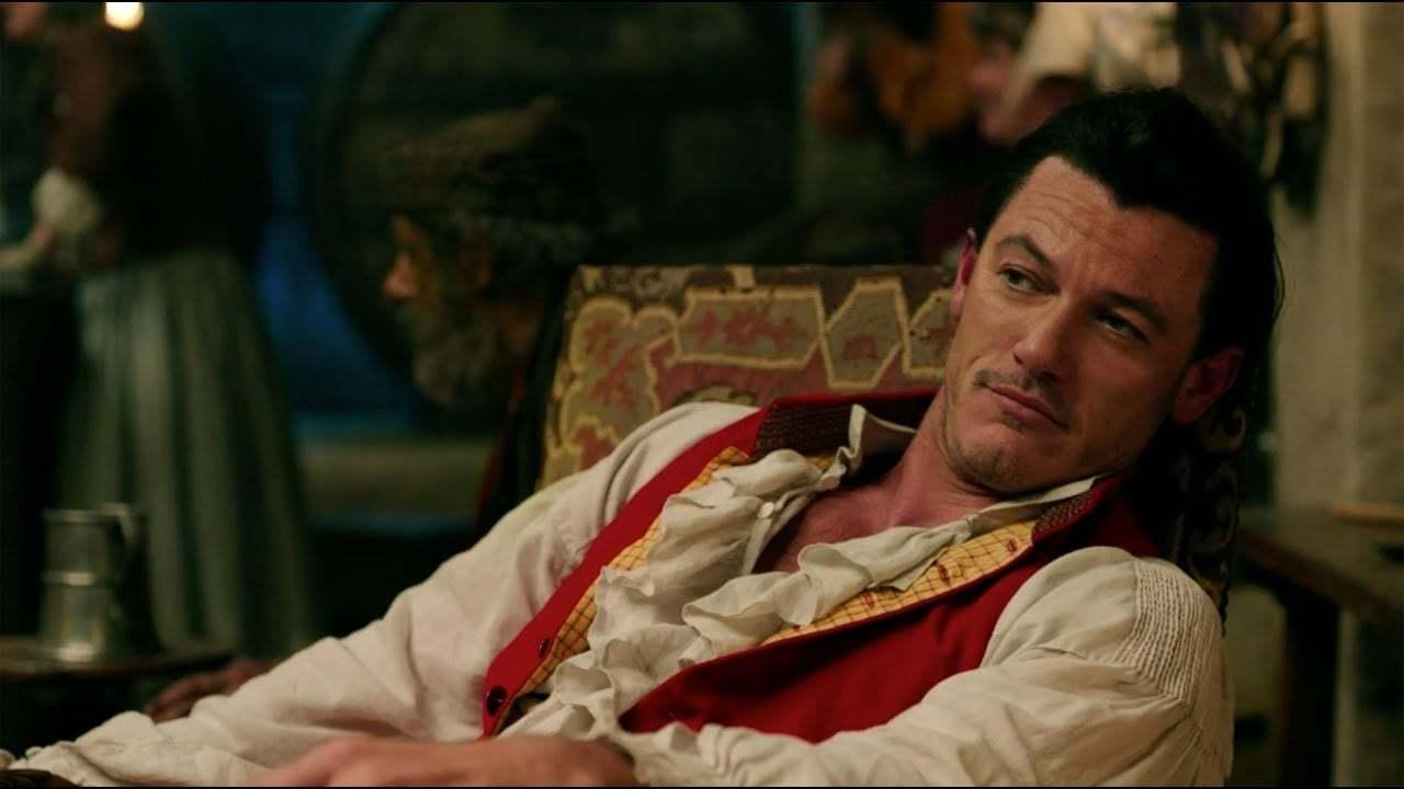 Luke Evans è Gaston ne La Bella e la Bestia