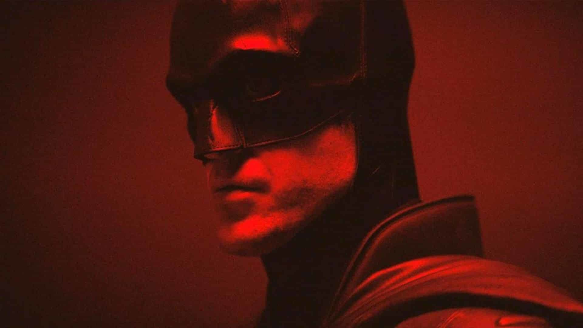 The Batman: nuove foto dal set della Batsuit indossata da Robert Pattinson