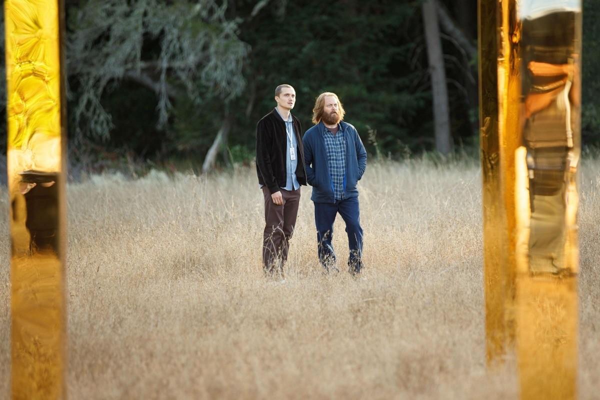 Sergei (Karl Glusman) e Forest (Nick Offerman) alle porte di DEVS