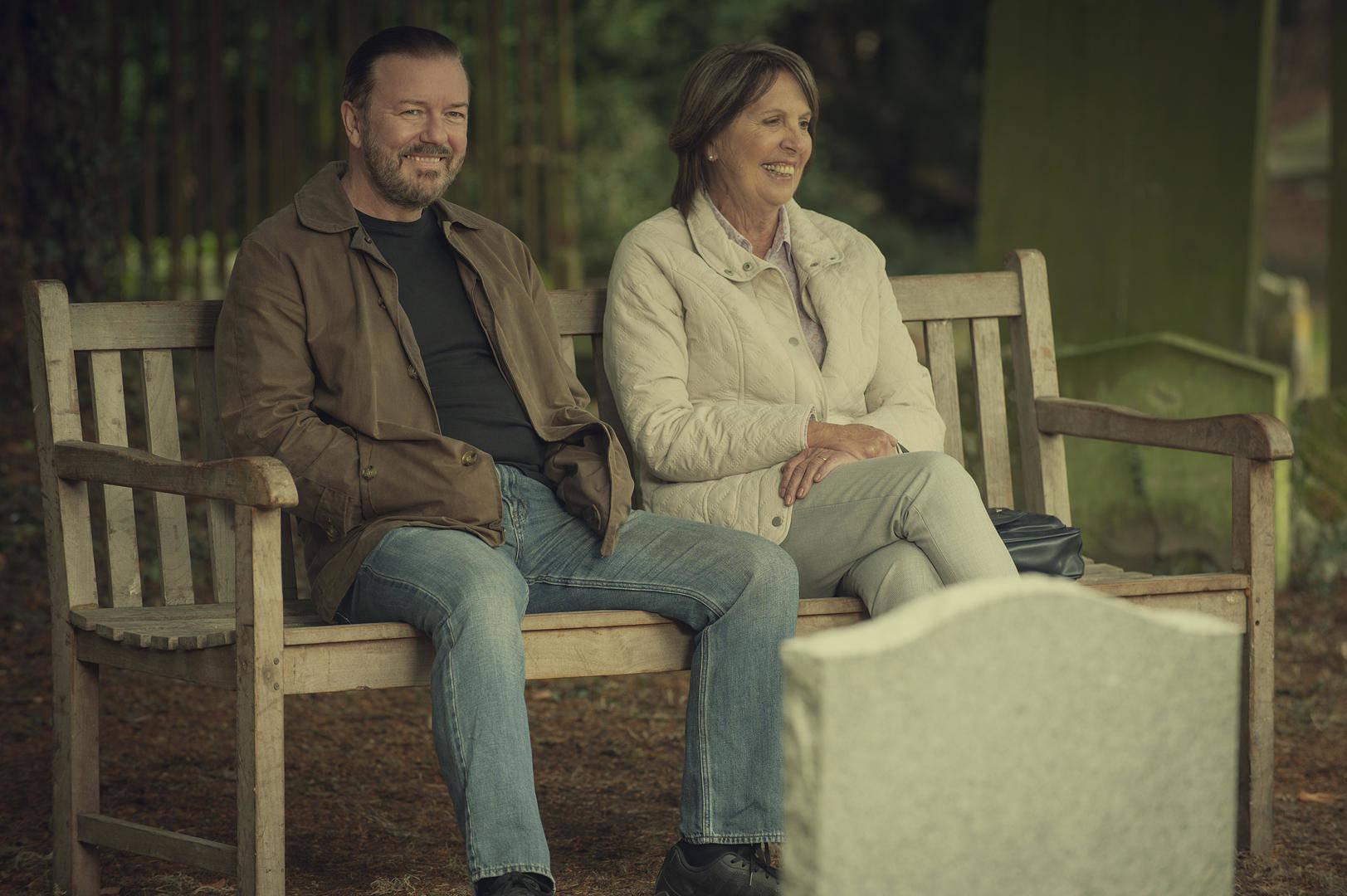 Ricky Gervais e Penelope Wilton