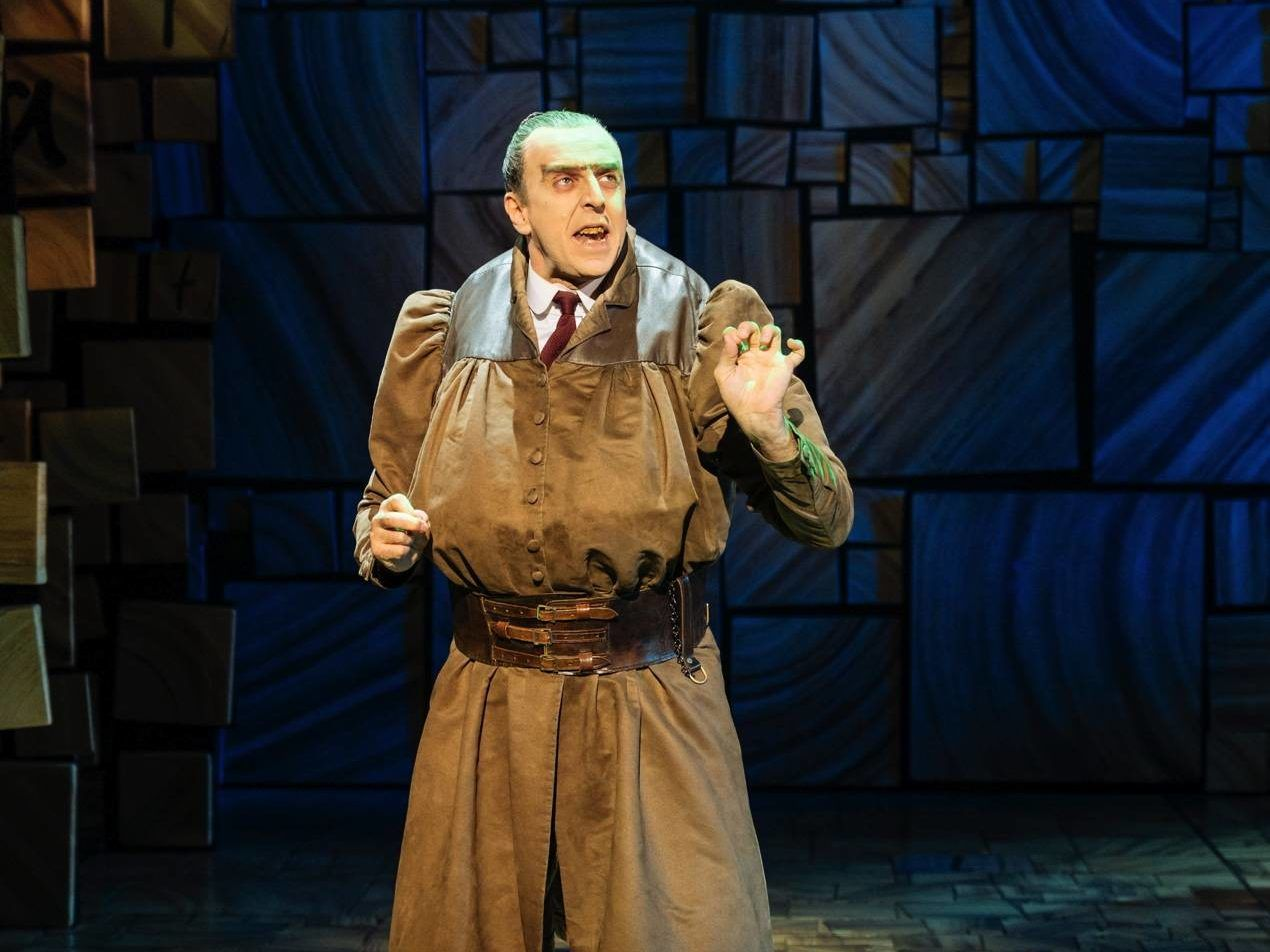 Miss Trunchbull a teatro in Matilda the Musical