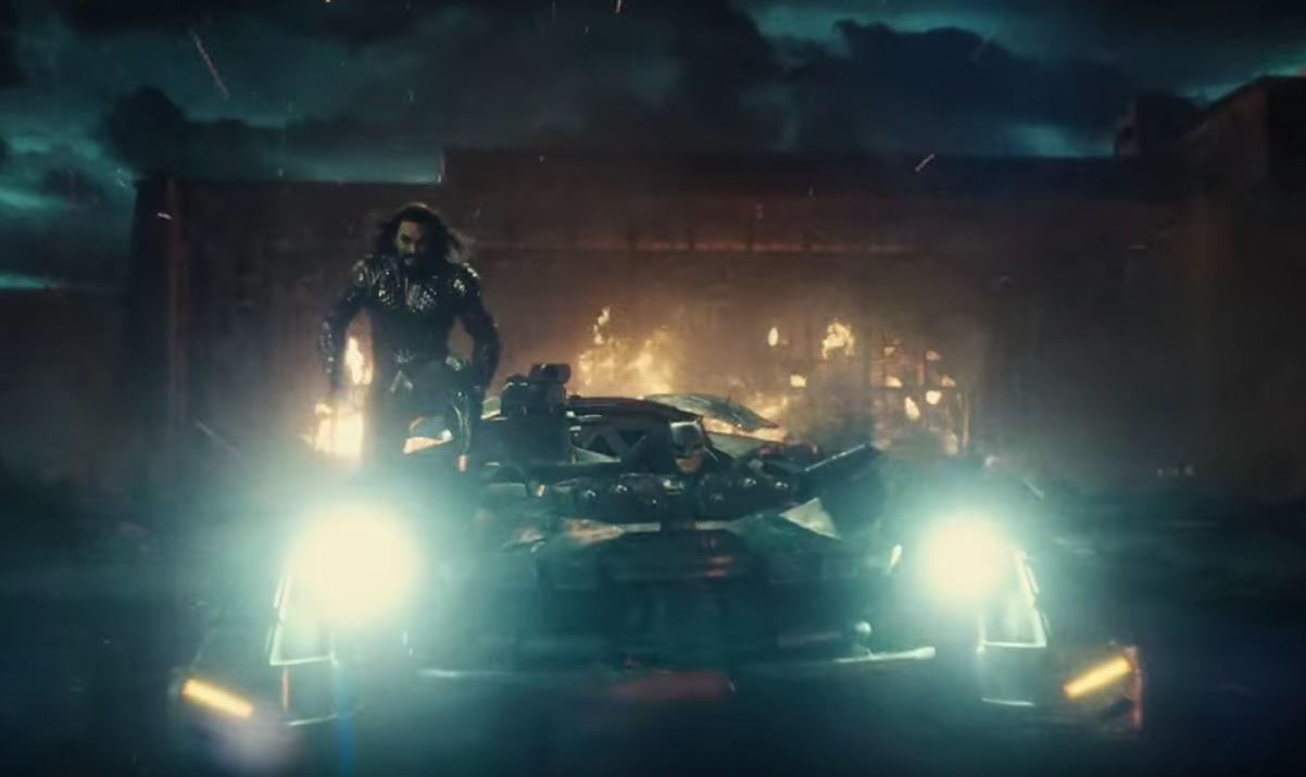 Aquaman cavalca la Batmobile