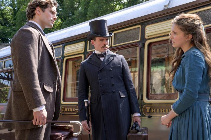 Millie Bobby Brown e Henry Cavill sono Enola e Sherlock Holmes