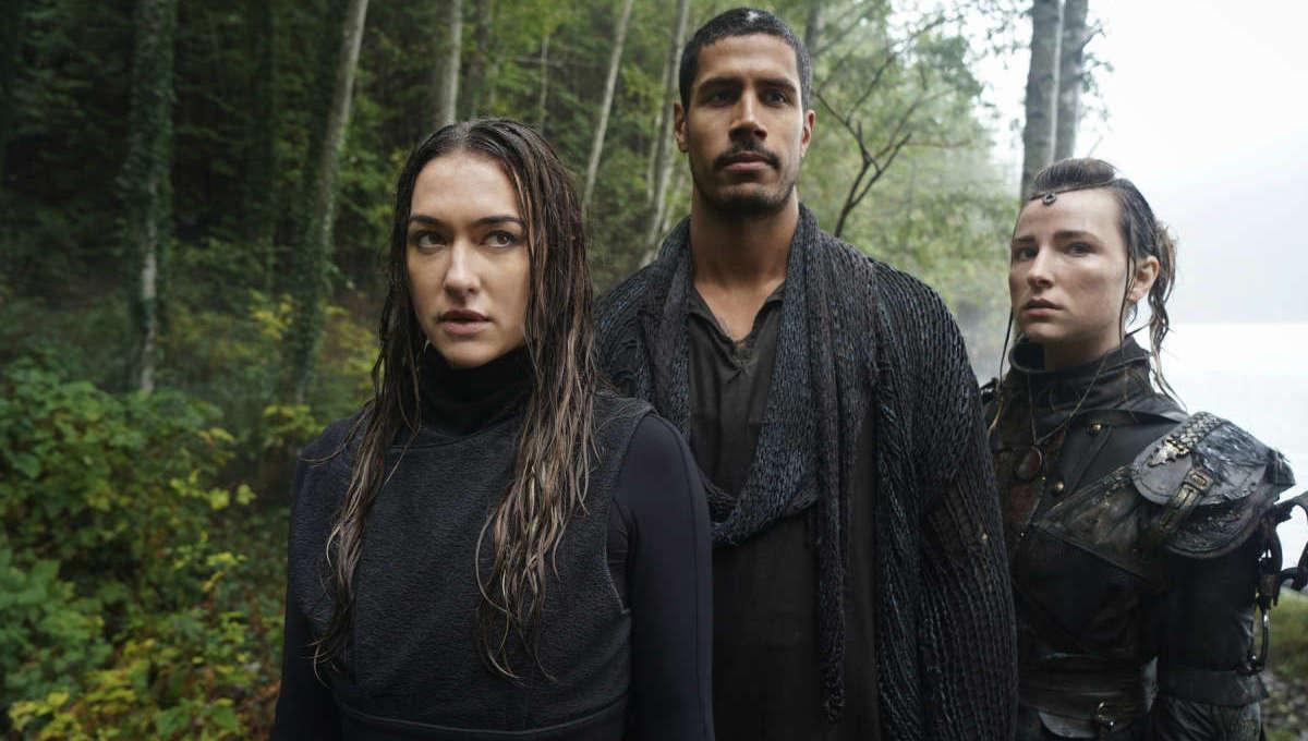 Tasya Teles (Echo), Chuku Modu (Gabriel) e Shelby Flannery (Hope)