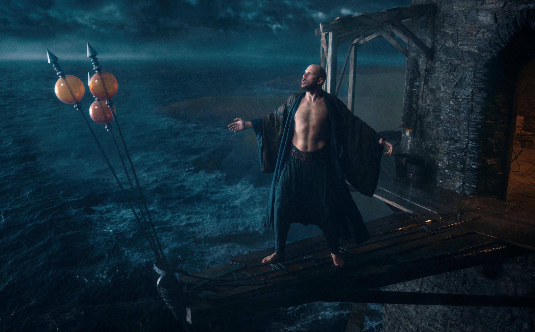 Gustaf Skarsgård è il Mago Merlino