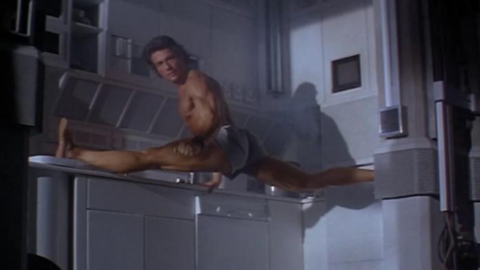 La mitica spaccata di Jean-Claude Van Damme nel mitico Timecop
