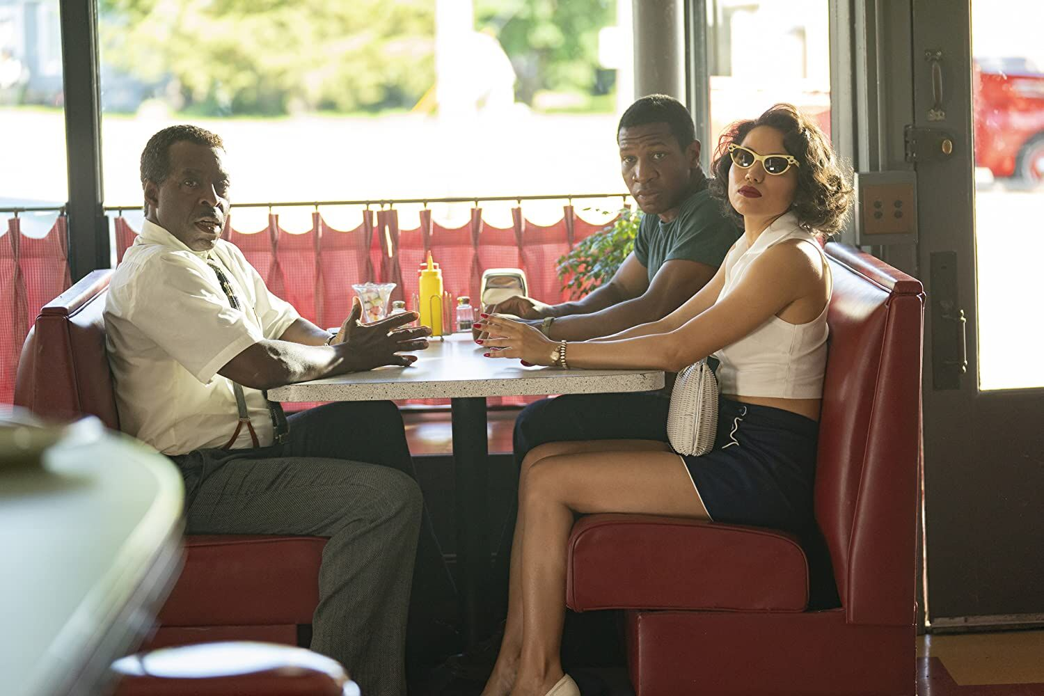 Jurnee Smollett, Jonathan Majors e Courtney B. Vance